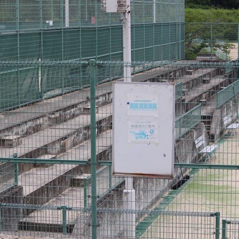 北公園テニスコート脇ベンチ
